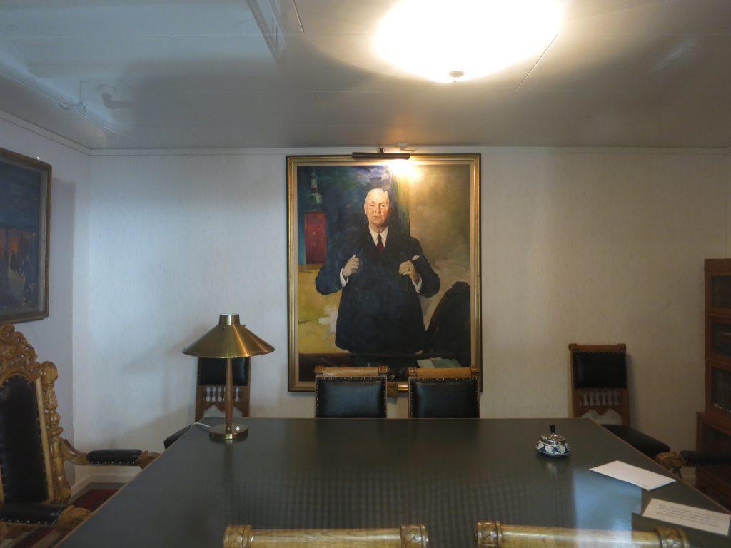 Sigfrid Edström på hedersplats i brukets museum.