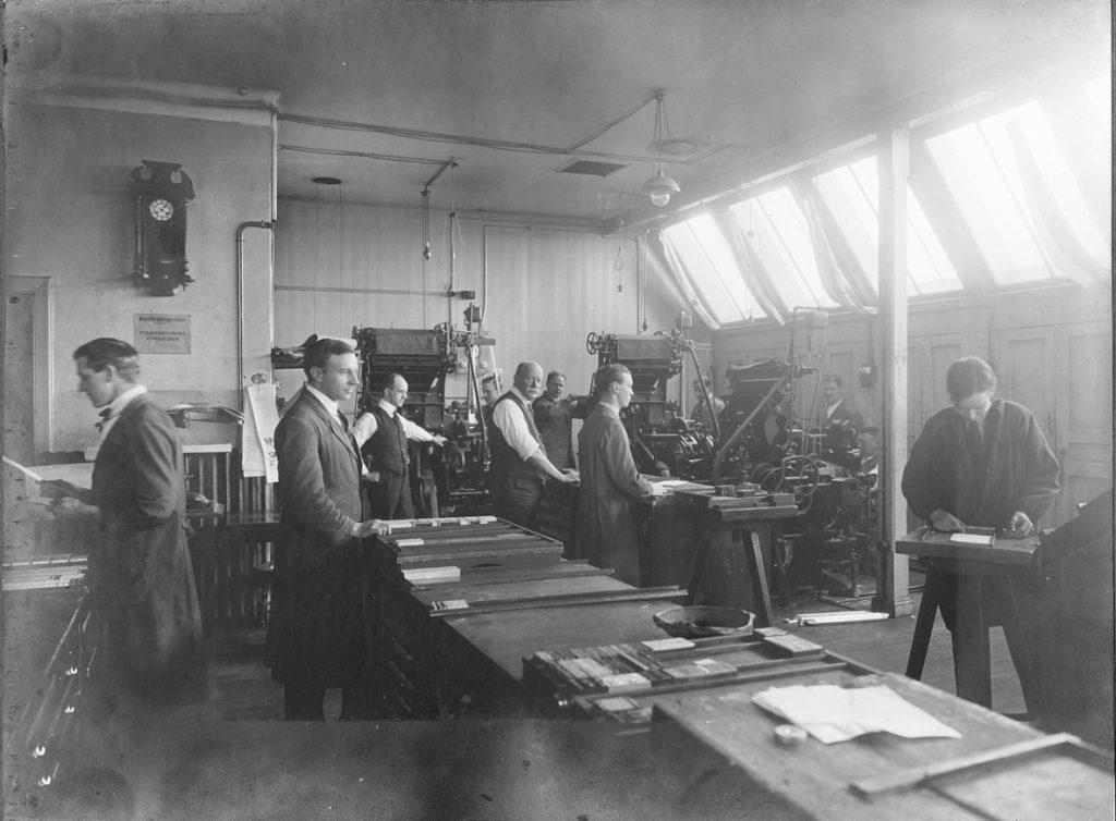 Blyet var förstås borta från VLT-sätteriet när jag började. Den här bilden är mycket äldre, från 1920-talet. Bildkälla: Marianne Landins bildsamling.
