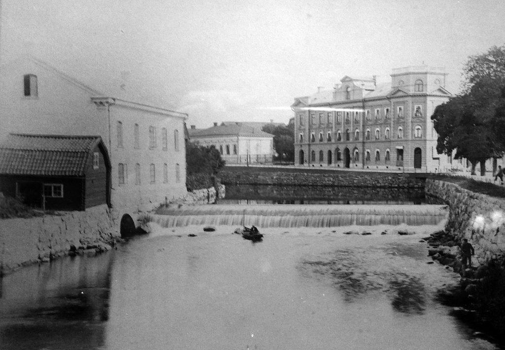 Wickholms kvar, till vänster, och Stora Westmannia. Bilden togs mellan 1888 och 1891.